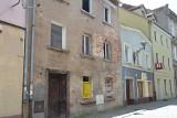 Opuszczona kamienica przy ul. Słowackiego w Żaganiu. Kiepska wizytówka miasta!