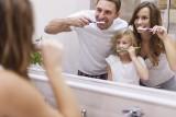 Zdrowe zęby. Co trzeba wiedzieć, żeby mieć wspaniały, biały uśmiech? Co najbardziej przebarwia nasze zęby?
