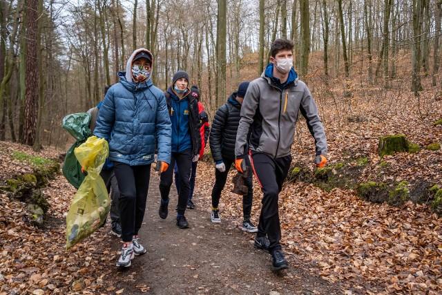 Szermierze AZS-u AWFiS-u Gdańsk sprzątali lasy oliwskie sąsiadujące z ich uczelnią