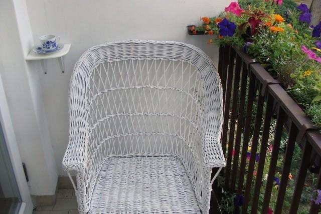 A po renowacji mebla przyjdzie czas na zasłużony odpoczynek i dobrą kawę na balkonie.