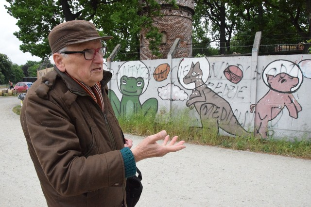 Mural przy ZOO to dzieło życia pana Jerzego. Dziś 85-letni artysta chciałby dokończyć mural na 88 przęsłach.