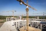 Osiedle na 500 mieszkań powstaje w lesie koło Nikiszowca. Stan surowy osiągnie do końca 2019 r. To bloki z programu Mieszkanie+