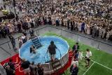 Poznań: Chrzest świadków Jehowy na Międzynarodowych Targach Poznańskich. Uroczystości podczas Kongresu Świadków Jehowy 2019 [ZDJĘCIA]
