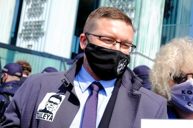 """Sąd w Olsztynie wydał postanowienie w sprawie sędziego Pawła Juszczyszyna. """"Wstrzymanie skuteczności uchwały Izby Dyscyplinarnej"""""""
