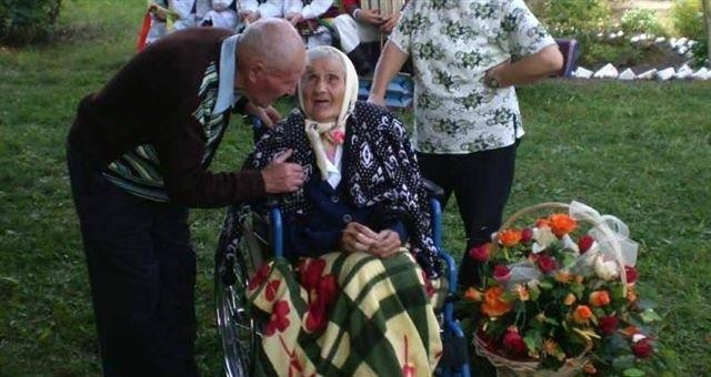 95-latek postanowił oświadczyć się swojej 100-letniej sąsiadce podczas jej urodzin