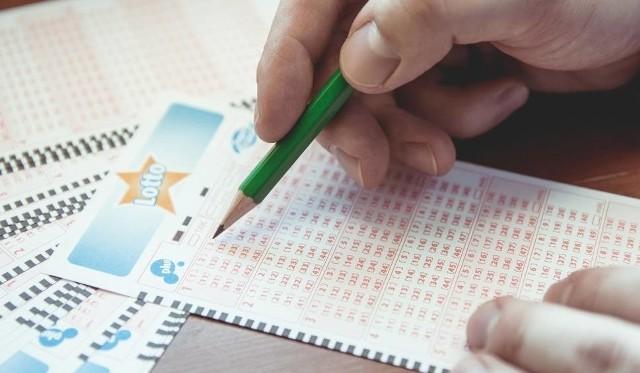 Kupon z Twoimi zakładami jest jedynym dowodem udziału w grze oraz podstawą wypłaty wygranej. Pamiętaj, aby go zachować.