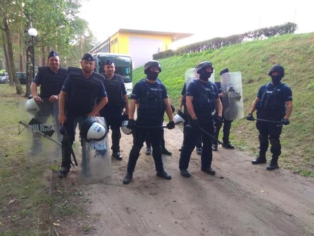 W zabezpieczeniu meczu Nielba Wągrowiec-Jarota Jarocin brały udział wzmożone siły policji.