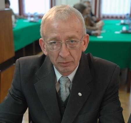 Marek Kosecki ma 52 lata, pracuje w Zakładzie Ubezpieczeń Społecznych. Do rady dostał się z okręgu nr 5 (część Górczyna; głównie ulice zamknięte pomiędzy Piłsudskiego a Podmiejską), dostał 574 głosy. W radzie jest od 1998 r. W ostatnich latach wybierany przez ,,GL'' jednym z najaktywniejszych radnych. Składa masę interpelacji, otrzymuje sporo sygnałów i próśb o pomoc ze strony gorzowian.