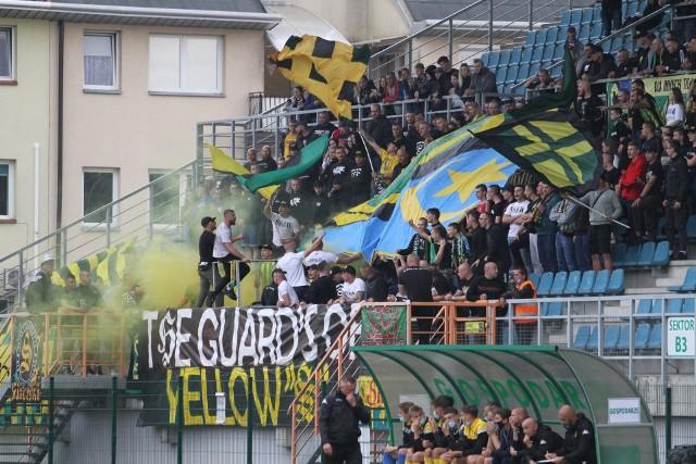 3-ligowe derby Podkarpacia zakończył się wysokim zwycięstwem drużyny ze Stalowej Woli. Równie gorąco, co na boisku było na trybunach. Byliście na meczu? Szukajcie się na zdjęciach.Więcej fotek na kolejnych slajdach>>>