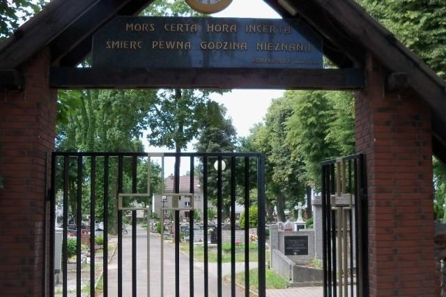 O tym, że na cmentarzu komunalnym brakuje miejsc mówi się od ponad dwóch lat. Na cmentarzu parafialnym już się one skończyły. Pochówki odbywają się tylko do grobów rodzinnych.