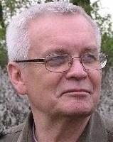 Polski dziennikarz prasowy i telewizyjny, pisarz, watykanista. W latach 1990-2005 korespondent z Rzymu i Watykanu. Autor książek biograficznych o papieżu Janie Pawle II.