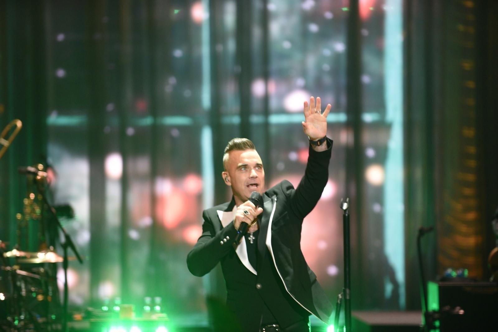 Koncert Robbiego Williamsa z Torunia w telewizji. Trwa transmisja! Do zobaczenia w pierwszy dzień świąt w telewizyjnej Dwójce. O której?   Nowości Dziennik Toruński