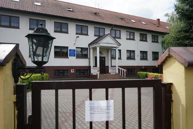 Zmarła siostra zakonna, to jedna z zakażonych koronawirusem z Domu Pomocy Społecznej przy ul. Mińskiej w Poznaniu. Prowadzą go siostry szarytki.