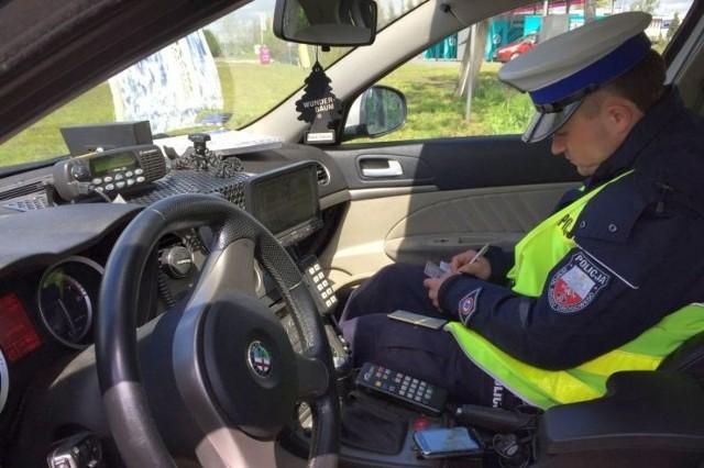 26-latek został zatrzymany do kontroli drogowej, a funkcjonariusze poinformowali go o wyniku pomiaru prędkości na rejestratorze.