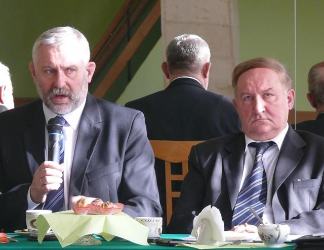 Na posiedzeniu Izby Rzemieślników i Przedsiębiorców w Kielcach poseł i członek Lucjan Pietrzczyk (z lewej) usłyszał o niezadowoleniu kieleckich rzemieślników ze zmian w ustawie, dotyczących praktycznej nauki zawodu.
