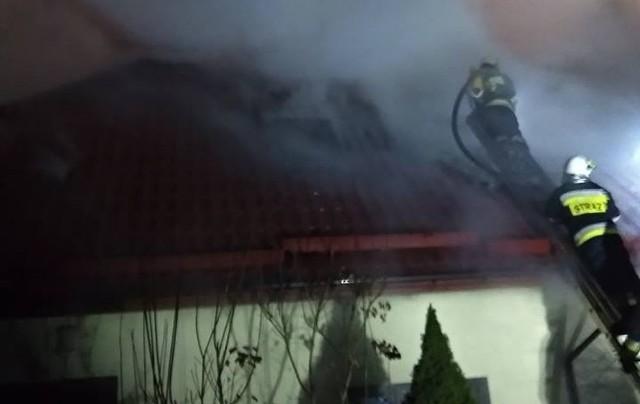 W poniedziałek, po godz. 19, w Niewodnicy Kościelnej doszło do pożaru