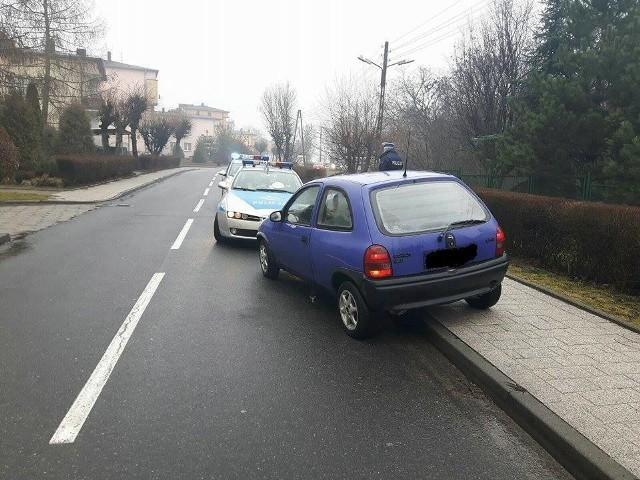 Pijany kierowca opla trafił do aresztu.