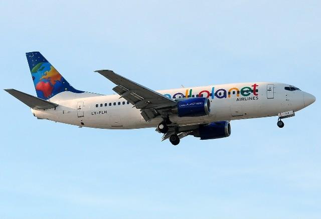 Awaryjne lądowanie samolotu w Pyrzowicach Boeing 737 linii Small Planet Airlines