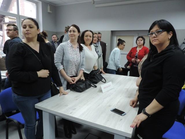 Na piątkową sesję przyszli rodzice dzieci ze Stodół, nie musieli jednak bronić szkoły. Burmistrz wycofał się z pomysłu likwidacji placówki