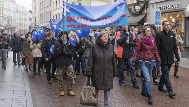 W Polsce odbywają się marsze białej wstążki dotyczące długu alimentacyjnego
