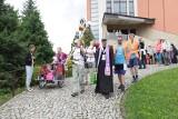 Z Bochni wyruszyła grupa nr 3 Pieszej Pielgrzymki Krakowskiej na Jasną Górę, do Krakowa dotrze w czwartek wieczorem, 4.08.2021 [ZDJĘCIA]