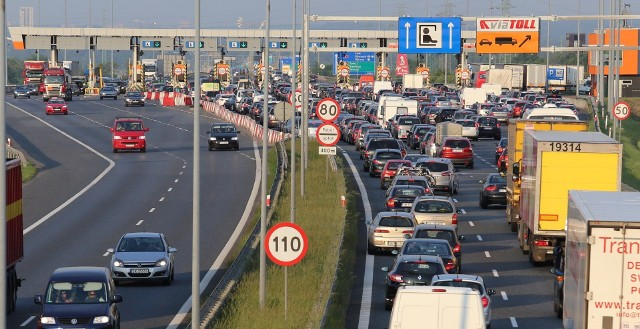Na terenie Polski są trzy odcinki koncesyjne: A1 Rusocin – Nowa Wieś (ok. 152 km), A2 Konin - Świecko (ok. 255 km, z czego odcinek obwodnicy Poznania o długości ok. 17 km jest bezpłatny) oraz A4 Katowice - Kraków (ok. 60 km). Na dwóch odcinkach autostrad: A2 Konin - Stryków (ok. 99 km) oraz A4 Wrocław - Sośnica (ok. 162 km) za pobór opłat  odpowiada KAS. Na kolejnych planszach przedstawiamy stawki za przejazd tymi odcinkami.Zobacz kolejne zdjęcia. Przesuwaj zdjęcia w prawo - naciśnij strzałkę lub przycisk NASTĘPNE