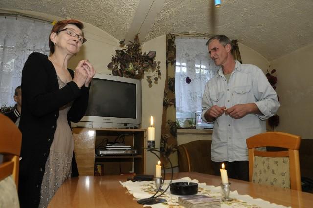 Rodzina z piwnicy przez 5 dni nie miała prąduRodzina z piwnicy przez 5 dni nie miała prądu. Energetyka włączyła im go w piątek, po naszej interwencji