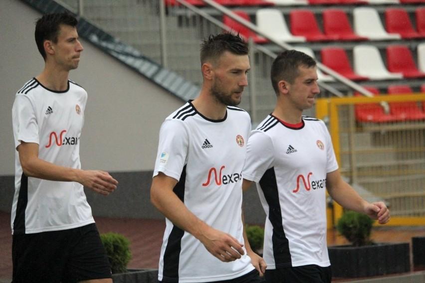 Piłkarze Pilicy Białobrzegi wygrali mecz zaległy z Podlasiem w Sokołowie Podlaskim.