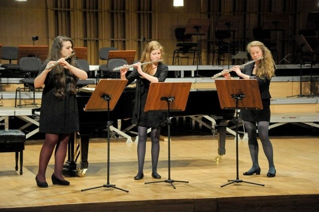 W wypełnionej po brzegi sali filharmonii przy ul. Podleśnej można było posłuchać występów najlepszych uczniów Państwowej Szkoły Muzycznej I i II st., a także uczniów Ogólnokształcącej Szkoły Muzycznej II st.