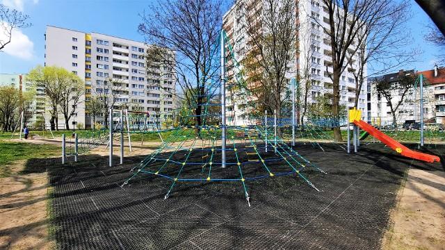 Nowy plac zabaw w Opolu. Na Zaodrzu pojawiło się duże linarium i tyrolka