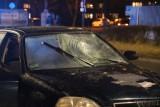 Wypadek w Opolu. Kobieta wtargnęła na jezdnię pod komisariatem policji na Chabrów. Karetka zabrała ją do szpitala