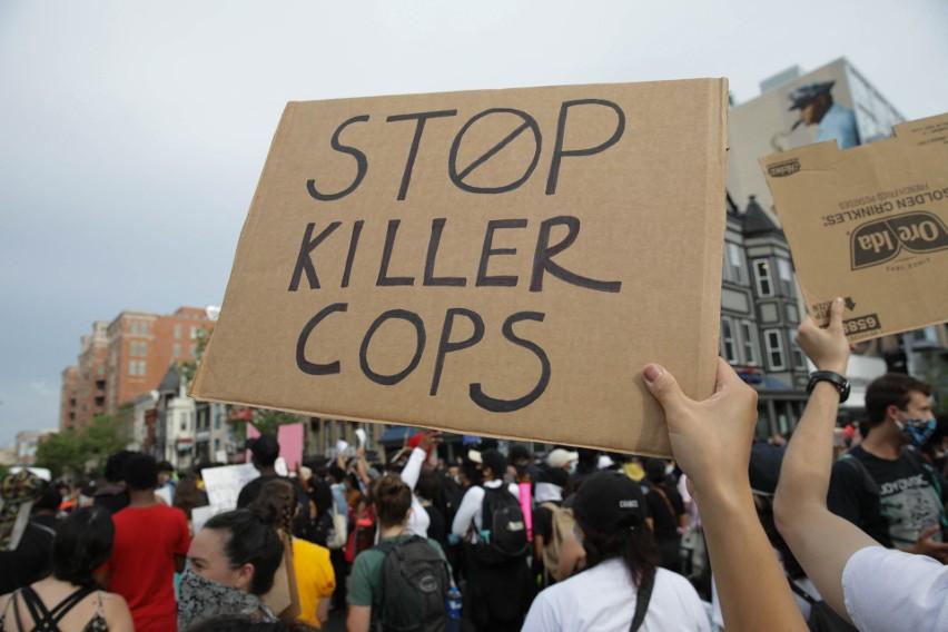 USA: Policjanci, którzy byli obecni przy śmierci George'a Floyda, usłyszeli zarzuty. Oskarżono ich o pomoc w zabójstwie