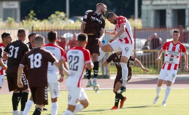 - Trochę zmieniliśmy ustawienie przy tych stałych fragmentach gry i bardziej jestem teraz tym szukającym piłki - mówił Dawid Kubowicz, który w meczu z Garbarnią Kraków miał cztery okazje, trafił raz (ten moment na zdjęciu).
