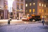 Śnieżny atak zimy w Krakowie. Pługi wyjechały na ulice miasta [ZDJĘCIA]