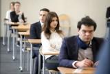 Matura z języka polskiego. Pierwsi uczniowie opuszczali sale egzaminacyjne już po dwóch godzinach.
