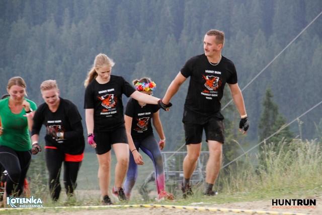 """Szczególnie trudne biegi w terenie organizowane przez Hunt Run to także """" familijna przygoda""""."""