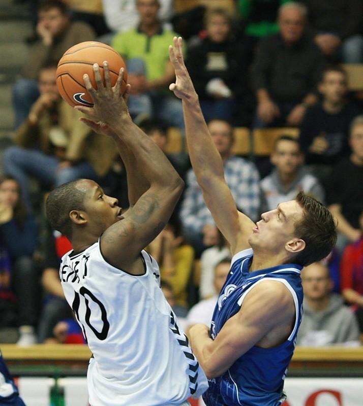 W meczu II kolejki EuroChallenge koszykarze Energi czarnych...
