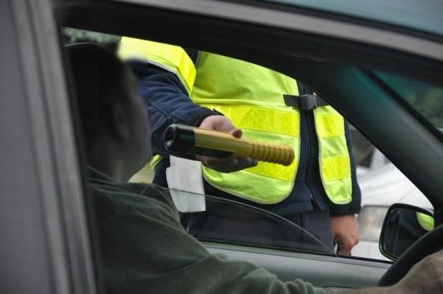 Zatrzymanemu pijanemu kierowcy grozi do dwóch lat więzienia.