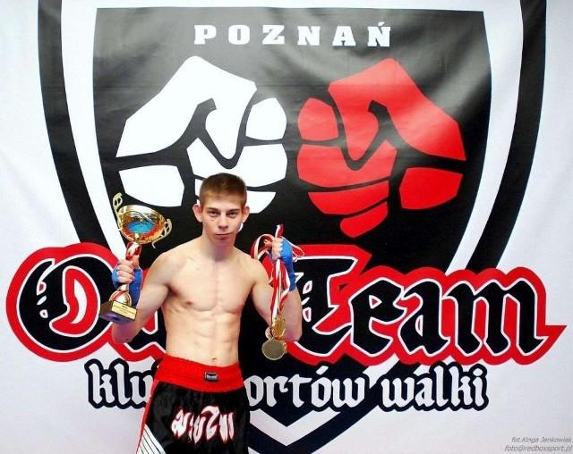Najbardziej utytułowany kickbokser TS Our Team Red Box Kamil Tornado Szłapka brązowy medalista mistrzostw Polski seniorów