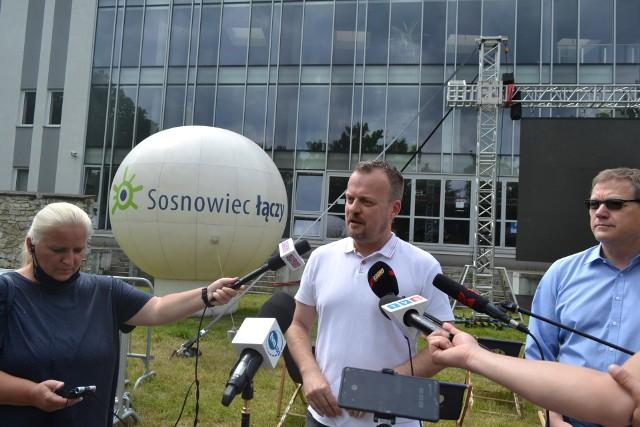 W Sosnowcu powstała strefa kibica na Euro 2020. Znajduje się przy punkcie masowych szczepień. Miasto zachęca, by obejrzeć mecz i się zaszczepić. Zobacz kolejne zdjęcia. Przesuń zdjęcia w prawo - wciśnij strzałkę lub przycisk NASTĘPNE