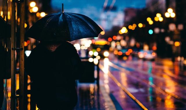 Kraków. Pogoda w weekend 17-18 kwietnia. Deszcz, chmury i zimno [PROGNOZA POGODY]