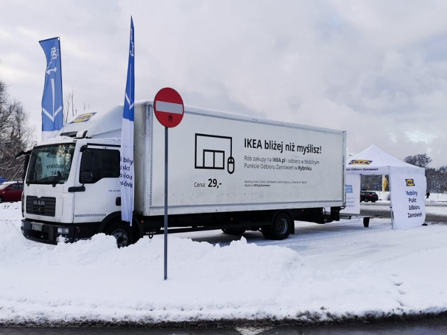 Nowy Mobilny Punkt Odbioru IKEA w TychachSamochód IKEA zatrzymuje się na parkingu sklepu E.Leclerc przy ul. Budowlanych 75 na Osiedlu B. Zobacz kolejne zdjęcia. Przesuwaj zdjęcia w prawo - naciśnij strzałkę lub przycisk NASTĘPNE