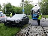 Wypadek BMW i tramwaju przy Hali Ludowej (ZDJĘCIA)
