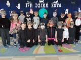 Przedszkolaki z Wielgusa świętowały Dzień Kota. Było picie mleka, toczenie kłębka wełny, koci spacerek, łapanie mysz (ZDJĘCIA)