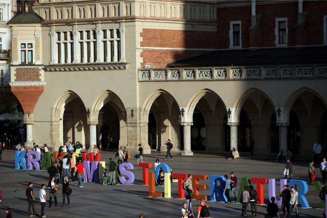 Program Patronacki Kraków Miasto Literatury UNESCO wspiera wartościowe inicjatywy wydawnicze odnoszące się w szerokim znaczeniu do literackiego charakteru miasta