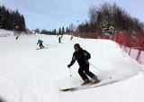 Warunki narciarskie w Beskidach: mimo dodatnich temperatur, na wielu trasach ciągle można jeździć