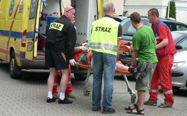 Po przeniesieniu do karetki, mężczyzna rozmawiał już z ratownikami