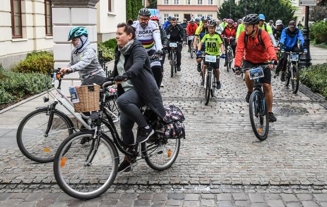 W zeszłym roku o Puchar Rowerowej Stolicy Polski walczyło 20 tysięcy rowerzystów z 23 miast. W tym roku do rywalizacji dołączą nowe miasta - łącznie będzie ich ponad 40! Warto więc zacząć trenować, by we wrześniu wkręcić jak najlepszy wynik