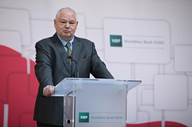 - Działamy w wolnym świecie, jako wolne rodniki i podejmujemy decyzje pozytywne dla gospodarki i dla finansów całego kraju, a nie dla poszczególnych podmiotów ekonomicznych- podsumował prezes NBP.