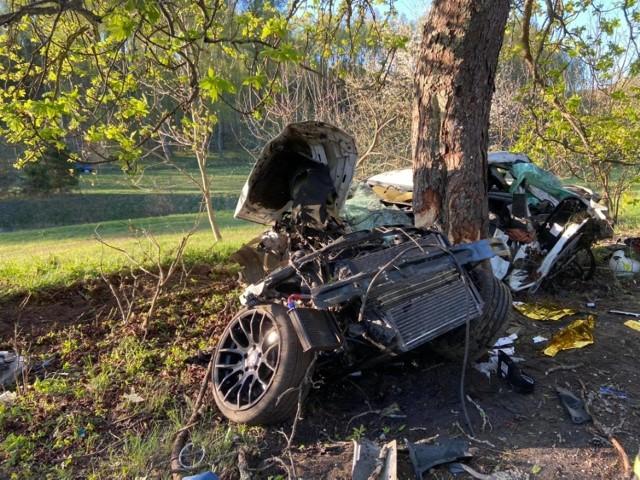 Wypadek pod Wejherowem we wtorek, 11.05.2021 r.! Osobówka uderzyła w trzy drzewa